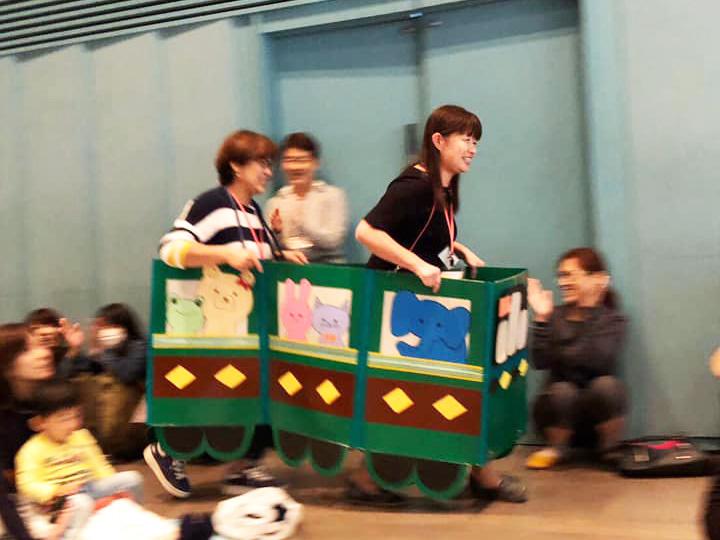 電車が走ります